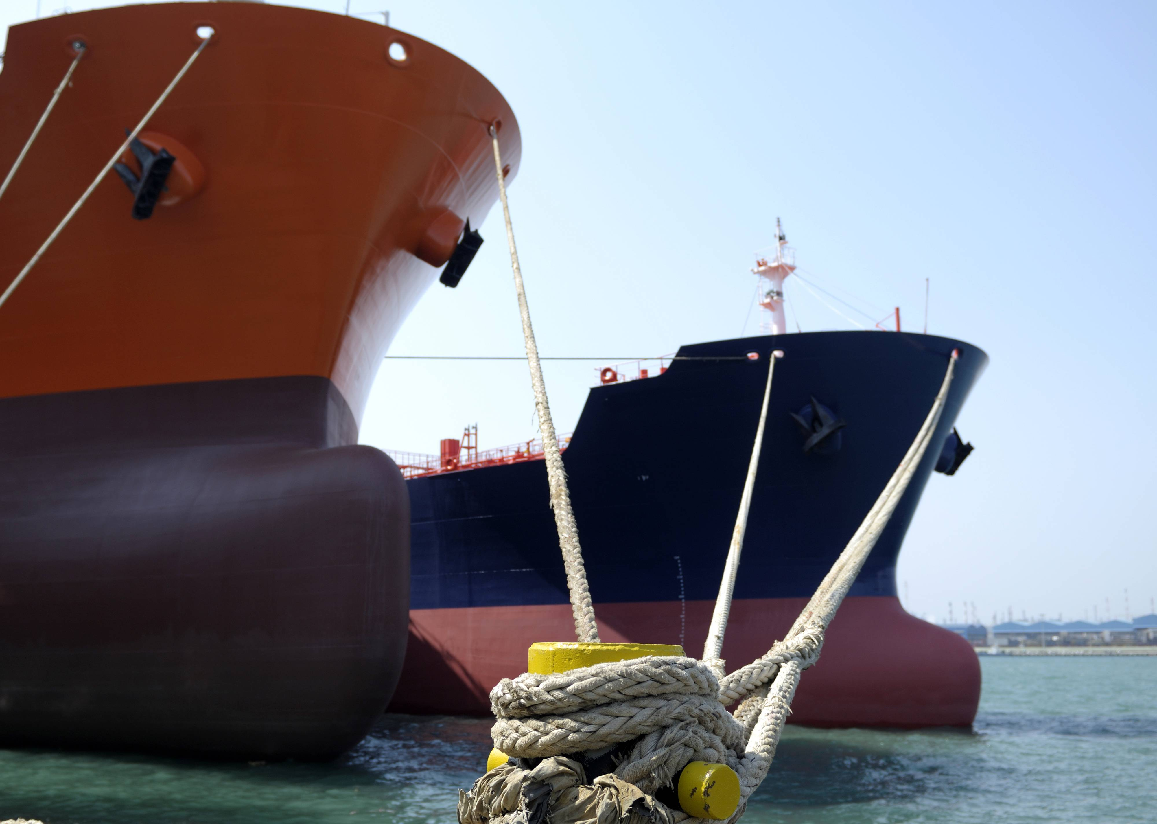 US crude inventories fall 2.2 MMBbl