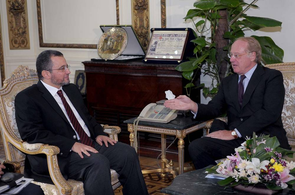 File L to R: Egyptian Prime Minister Hesham Qandil and Eni CEO Paolo Scaroni.
