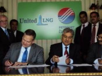 Principals Sign the Agreement: Photo credit United LNG