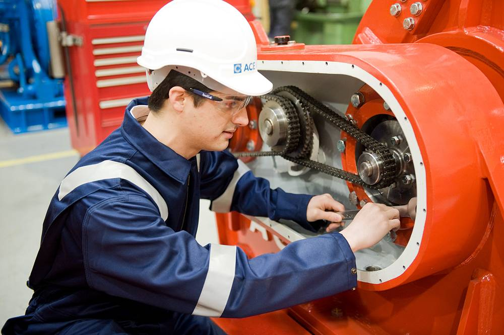 Hands on experience for ACE Winches Graduate Scheme member[1].jpg