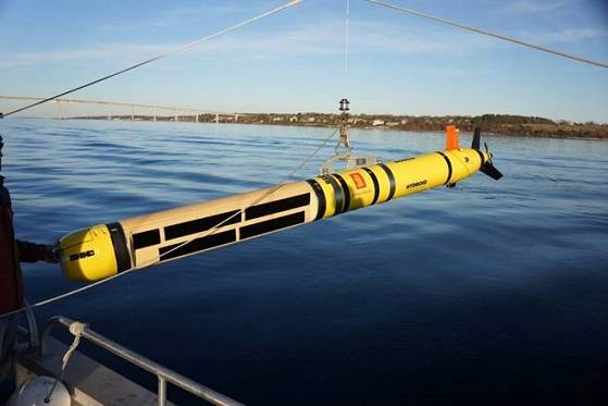 NUWC's REMUS 600 AUV fitted with Kraken's AquaPix InSAS