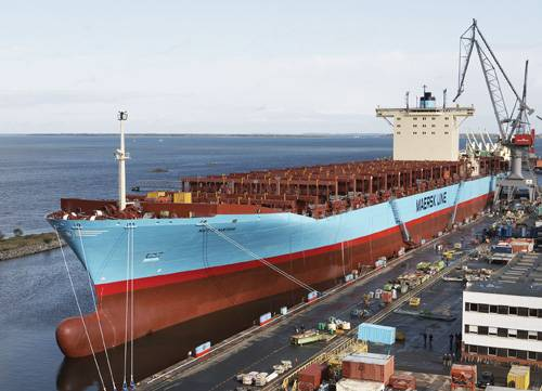 File Lindø newbuilding No. 214, Mette Maersk at the outfitting quay at the Yard