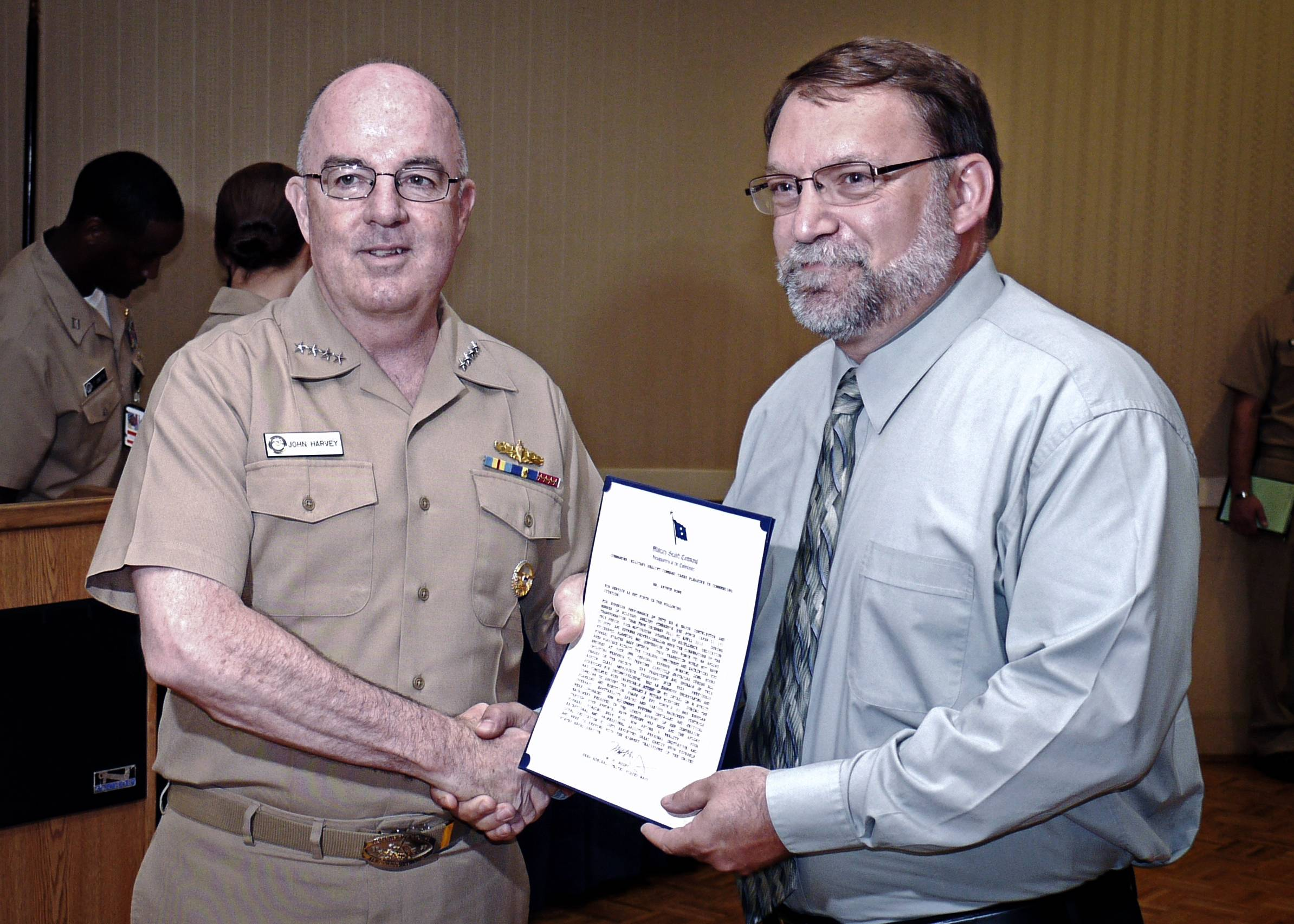 Adm. John C. Harvey, Jr. (left), commander, U.S. Fleet Forces Command, congratulates Art Rowe, the fleet liaison officer. (U.S. Navy photo by Bill Cook)