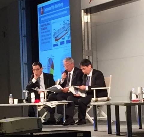 Μετρούμενη Στρογγυλή Τράπεζα των Ασιατών Εφοπλιστών της Σιγκαπούρης: L έως R: Ο κ. Hiroaki Sakashita, Σύμβουλος, Nippon Hakuyohin Kentei Kyokai. Ο κ. Masaharu Ono, αντιπρόεδρος της Ιαπωνικής Ένωσης Εξοπλισμού Μηχανημάτων και Εξοπλισμού Πλοίων. και ο Δρ Shinichiro Otsubo, Ανώτερος Αναπληρωτής Γενικός Διευθυντής, Ναυτικό Γραφείο Υπουργείο Χωροταξίας, Υποδομής, Μεταφορών και Τουρισμού. (Φωτογραφία: Greg Trauthwein)
