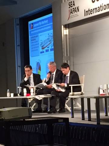 Συντονιστές της Στρογγυλής Τράπεζας των Εφοπλιστών: L έως R: Ο κ. Hiroaki Sakashita, Σύμβουλος, Nippon Hakuyohin Kentei Kyokai. Ο κ. Masaharu Ono, αντιπρόεδρος της Ιαπωνικής Ένωσης Εξοπλισμού Μηχανημάτων και Εξοπλισμού Πλοίων. και ο Δρ Shinichiro Otsubo, Ανώτερος Αναπληρωτής Γενικός Διευθυντής, Ναυτικό Γραφείο Υπουργείο Χωροταξίας, Υποδομής, Μεταφορών και Τουρισμού. (Φωτογραφία: Greg Trauthwein)