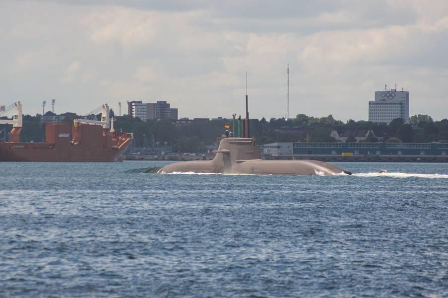 Кильский двор TKMS (Thyssen Krupp Marine Systems) строит подводные лодки для Египта. На снимке показана одна подводная лодка на испытательном испытании в Балтийском море. (Фото любезно предоставлено © Pospiech)