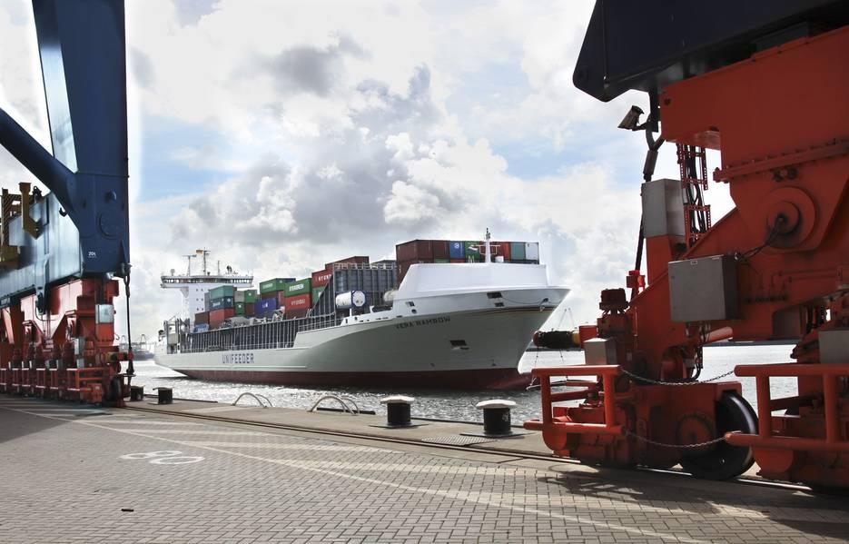 Судно-новенькое судно Vera Rambow в Роттердаме. Фото: Unifeeder Unifeeder судно Vera Rambow в Роттердаме. Фотография: Unifeeder