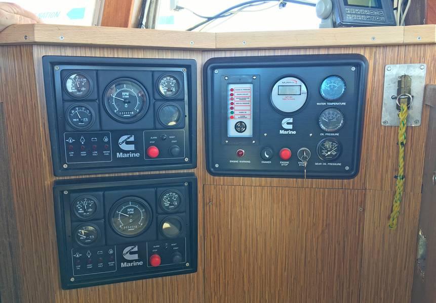 أدوات عجلة المنزل للمحركيين الإضافيين والمحركات الرئيسية ، وتكرار أدوات غرفة المحرك (صورة من Deon Strickland / Cummins)