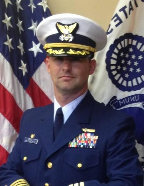 الكابتن شون برادي ، رئيس مكتب معايير التشغيل والبيئة في خفر السواحل (OES)