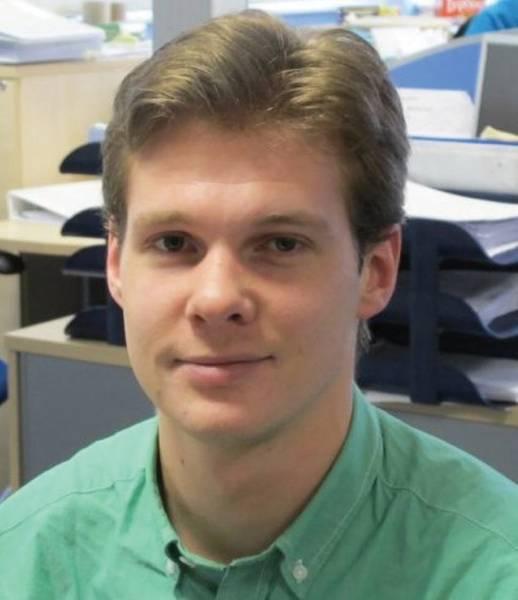 المؤلف: يعمل Niek Hijnen (PhD) في مجموعة تكنولوجيا طلاء AkzoNobel ، التي تركز حاليًا على التطوير التقني لتقنية المانعة للأشعة فوق البنفسجية ، بالإضافة إلى التقنيات الجديدة لتحسين أداء الطلاء المقاوم للتآكل. www.akzonobel.com