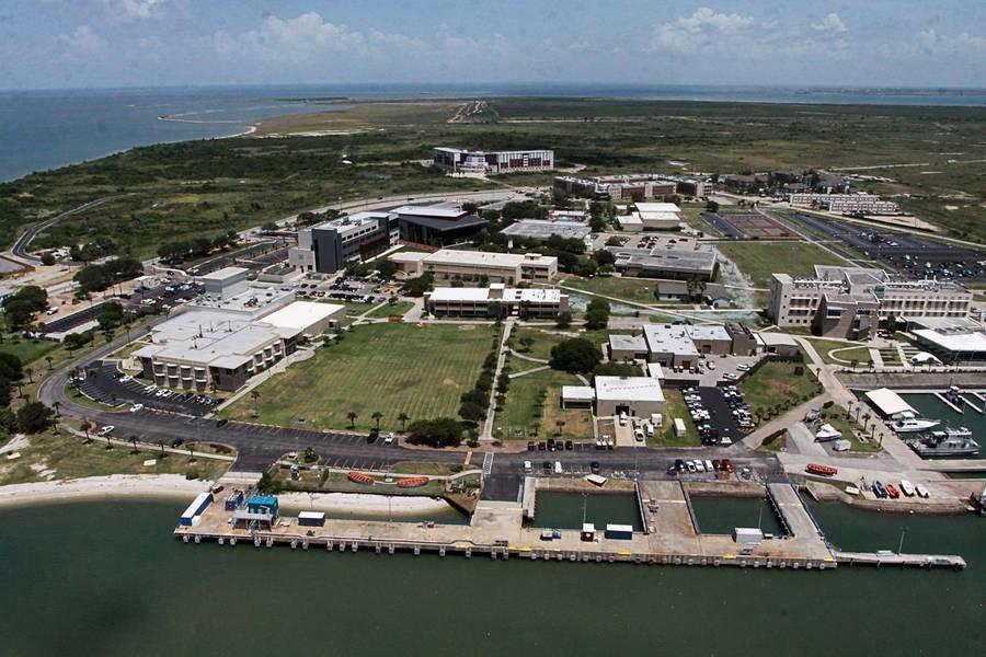 تعد أكاديمية Texas A&M Maritime في Galveston، TX أول أكاديمية بحرية في الدولة معتمدة لتقديم دورات OSVDPA لطلابها.
