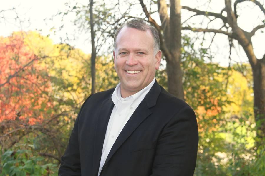 دارين نيكولز ، المدير التنفيذي للجنة البحيرات الكبرى