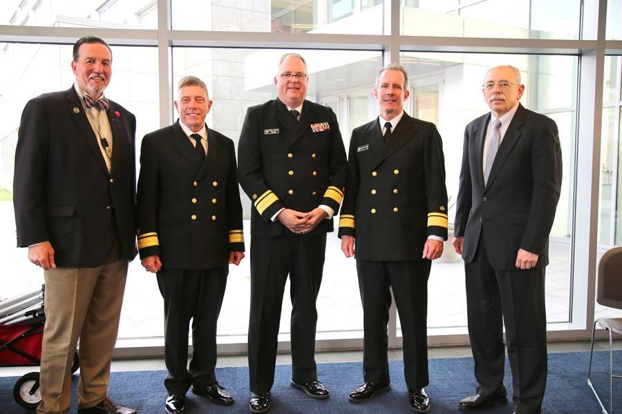 """ساعدت """"لوحة الرئيس"""" في اختتام الندوة السنوية العاشرة للمخاطر البحرية أمس. (من اليسار إلى اليمين) ؛ إريك جوهانسون ، جامعة ولاية نيويورك البحرية ؛ RADM Michael E. Fossum ، المشرف ، أكاديمية تكساس إيه آند إم البحرية ؛ RADM Michael Alfultis ، رئيس كلية SUNY Maritime College ؛ RADM Francis X. McDonald ، رئيس أكاديمية ماساتشوستس البحرية ، ومدير RADM Fred Rosa (USCG ، Ret.) ، جونز هوبكنز APL. (الصورة: جامعة ولاية نيويورك البحرية)"""