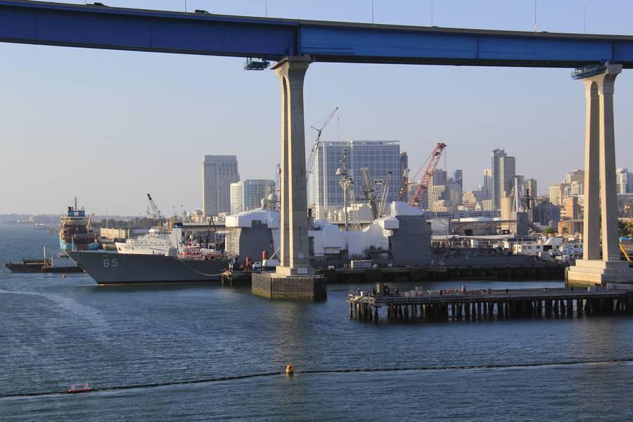 """سان دييغو هي مدينة تابعة للبحرية ، ولكن مع العديد من أحواض بناء السفن على مقربة من وسط المدينة ، كونها """"الجيران الطيبين"""" ، والإبحار البيئي يسيران جنباً إلى جنب. الصور: BAE Systems / Maria McGregor"""