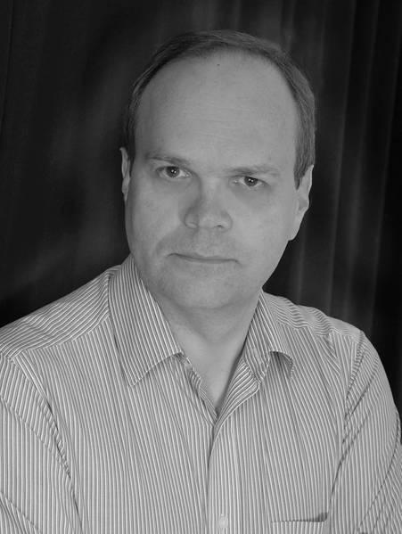 ستيفن ماكفارلين ، المؤلف.