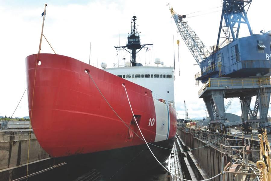 يقع Coast Guard Cutter Polar Star على كتل في Vallejo ، كاليفورنيا ، مرفق رصيف جاف يخضع لصيانة على مستوى المستودع بما في ذلك عمليات التفتيش والإصلاح لمكونات القاطع الحرجة قبل دورية القاطع القادمة ، 16 أبريل 2018. مع استمرار النشاط في مناطق القطبية لتنمو ، يحتفظ خفر السواحل بأصولهم المتقادمة من الجليد لحماية أمن الولايات المتحدة والمصالح البيئية والاقتصادية في هذه المناطق من العالم. خفر سواحل الولايات المتحدة صورة من ضابط الصف الأول ماثيو س