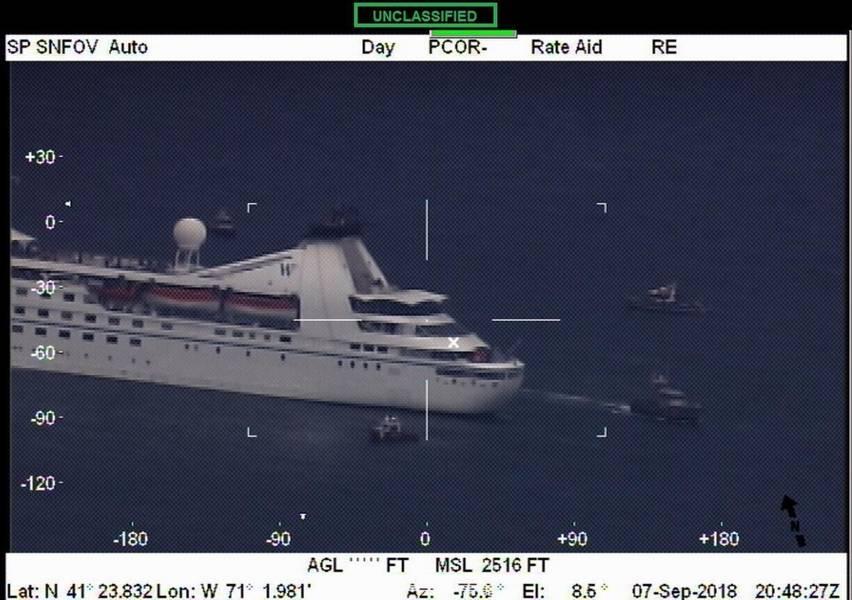 शुक्रवार, 7 सितंबर, 2018 को बज़र्ड्स बे, मास में सत्ता खोने के बाद क्रूज जहाज स्टार प्राइड। (यूएस तट रक्षक फोटो)