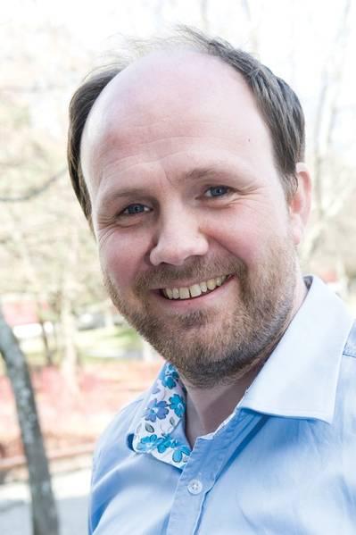 """""""Ich sehe, dass immer mehr Menschen ein Interesse daran haben, zu automatisieren und autonom zu werden, nicht aber völlig unbemannt zu arbeiten, sondern zunehmende Systeme an Bord zu automatisieren, an Bord mit weniger Personen zu arbeiten und bestimmte Teile des Betriebs, wie beispielsweise Maschinenoperationen, zu erreichen. Einige befassen sich mit völlig unbemannten Schiffen, aber im Moment ist das relativ begrenzt. """"Bjorn Johan Vartdal, Programmdirektor für Maritime Forschung, DNV GL"""