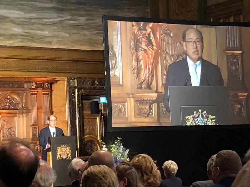 ドイツのハンブルクで開かれたSMMの開会式で、昨夜、高官に取り組むIMO事務総長Kitack Lim。写真:Greg Trauthwein。