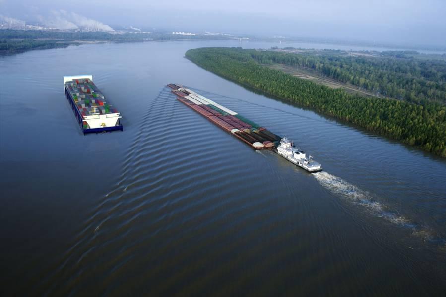 ファイル画像:American Patriot Container Transport LLC