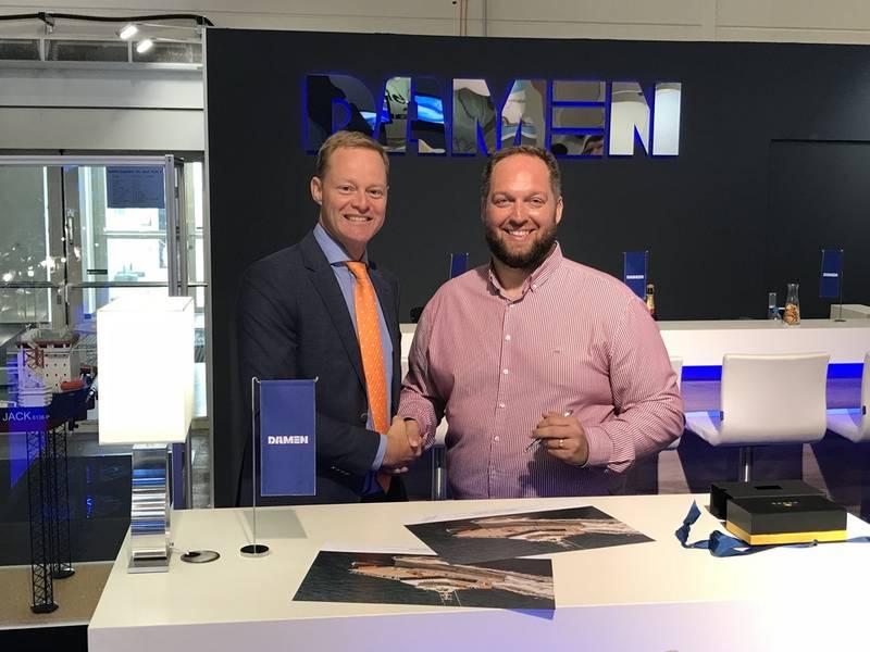 从左到右:Damen Shipyards Gorinchem销售经理Arjen van Elk;和高速转移总经理Tom Nevin(照片:Damen)