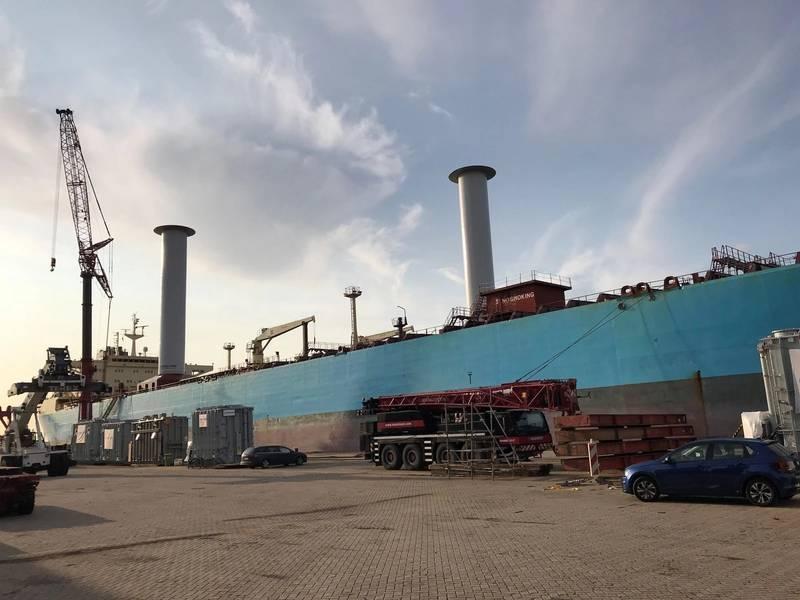 在马士基鹈鹕船上安装了两个30 x 5米的马力转子帆
