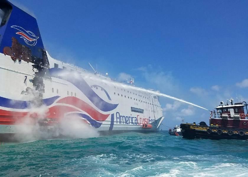 地元のプエルトリコに拠点を置くTug乗組員は、2016年8月17日(水曜日)、Caribbean Fantasyの船体を冷やすために消防ホースを使用しています。(米国沿岸警備隊写真提供:Station San Juan、プエルトリコ)