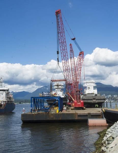 当它到达温哥华的Burrard入口时,驳船上有两个拖船和两个起重机。 (照片:Haig-Brown / Cummins)