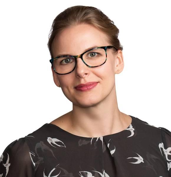 达娜·默克尔(Dana Merkel)是Blank Rome LLP的合伙人,在加入Blank Rome之前,她曾通过国际船长,伴侣和飞行员组织,担任多家国际船运公司的发动机部(QMED)的第三副和合格成员。在集装箱,干散货和油轮行业中。