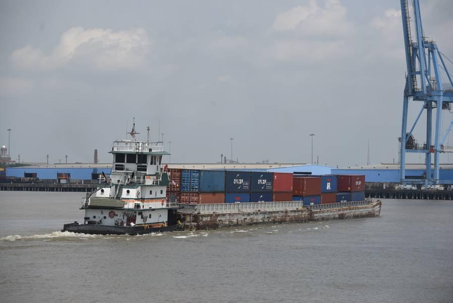 驳船服务上的Baton Rouge-NOLA集装箱/(图片来源:新奥尔良港口)