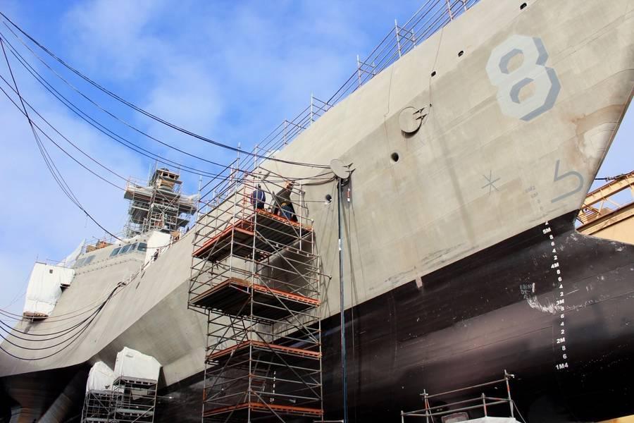 (صورة البحرية الأمريكية لآدم روس)