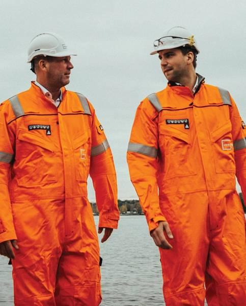 グリーグ・グリーンのCEO、ペッター・A・ハイアー(左)とマグナス・ハマースタッドのリサイクル責任者(右)、船舶リサイクル施設の見学。写真提供:グリーグ・グリーン。