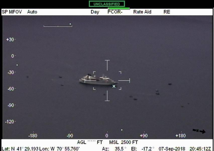 2018年9月7日金曜日にマサチューセッツ州バザーズベイで電力を失った後のクルーズ船スタープライド(米国海岸警備隊写真)