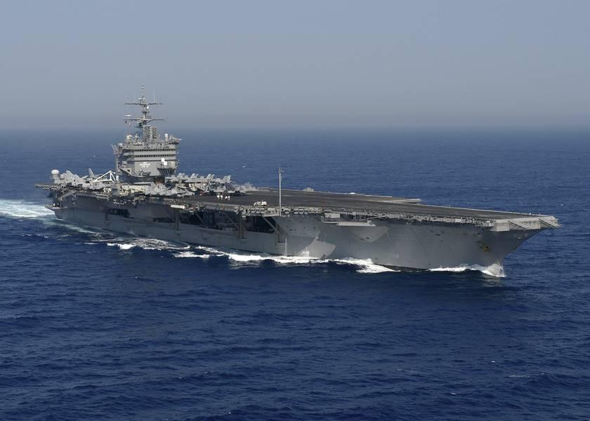 2004年大西洋航母USS Enterprise(CVN 65)正在进行中(美国海军摄影:Rob Gaston)
