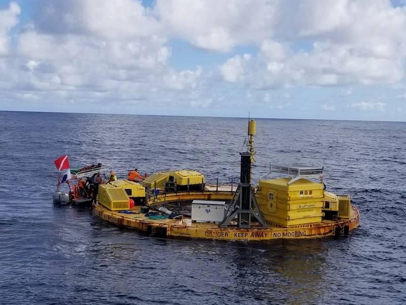 BOLT Lifesaver تثبيت @ WETS. صورة الائتمان - مركز المحيط الهادئ للطاقة البحرية.