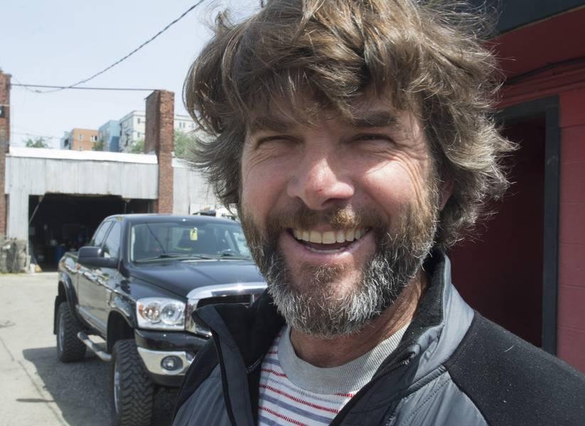 Η Brett Snow δημιούργησε τη φήμη της Snow & Company Boatbuilding and Fabrication με μια ποικιλία από ποιοτικά χτισμένα δοχεία αλουμινίου και έχει πλέον προστεθεί κατασκευή χάλυβα με παρόμοια προσοχή στη λεπτομέρεια. (Φωτογραφίες: Haig-Brown / Cummins)