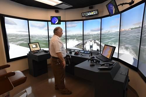 El Centro de Capacitación Marítima e Industrial de Delgado y el Transporte Marítimo de Florida colaboran estrechamente para garantizar que todo el personal de FMT en la cabina de mando esté preparado para cualquier eventualidad futura.