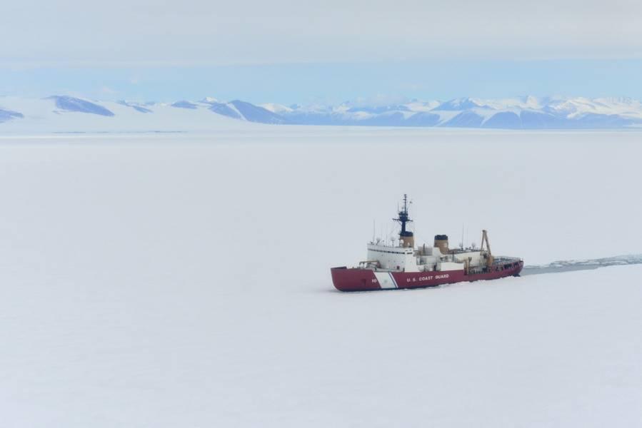 Coast Guard Cutter Πολικό αστέρι σπάει πάγο στο McMurdo Sound κοντά στην Ανταρκτική (φωτογραφία του Αμερικανού Ακτοφυλακής από τον Nick Ameen)