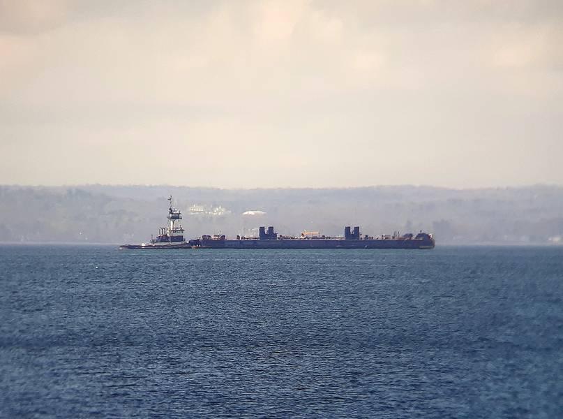 """Dann Marine """"Treasure Coast"""" c / barcaça. Fonte Barry Parker"""