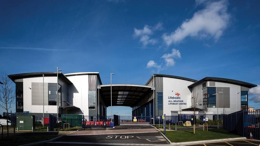 Das Allwetter-Rettungsbootzentrum des RNLI in Poole, Dorset, Großbritannien: Der gesamte Bootsbauprozess wird unter einem Dach durchgeführt. (Foto: RNLI / Nathan Williams)