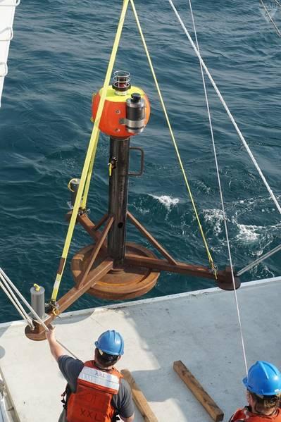 Der schwere 800 kg schwere Rahmen, der durch die Strömung bewegt wurde (© 2017 MBARI)