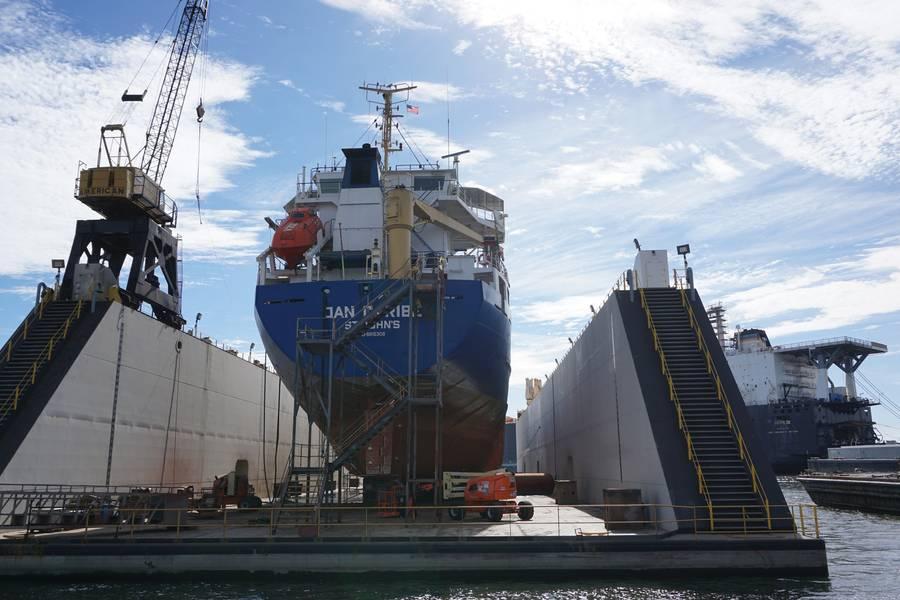 Detyens Shipyards es un patio de reparación de barcos que atiende al gobierno (50%) y al trabajo comercial, este último se divide equitativamente entre propietarios nacionales y extranjeros. (Foto: Eric Haun)