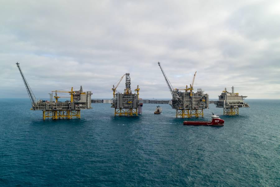 Die Öl- und Gasförderung wird auch in Zukunft einen Platz im Energiebild einnehmen. Das Mega-Feld Johan Sverdrp hat gewinnbare Reserven von 2,7 Milliarden Barrel Öläquivalent erwartet und das gesamte Feld kann zu Spitzenzeiten bis zu 660.000 Barrel Öl pro Tag fördern. Das mit Landstrom betriebene Feld weist einen rekordniedrigen CO2-Ausstoß von unter 1 Kilogramm pro Barrel auf. (Foto: Equinor)