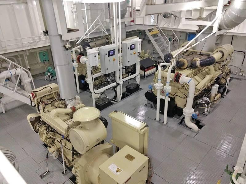 Dos de los cuatro motores principales de Cummins KTA50 de 1600 hp de la embarcación y, en primer plano, uno de los dos grupos electrógenos Cummins 855. Foto: Cummins / Haig-Brown