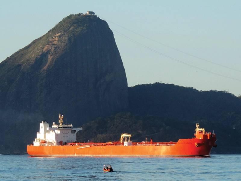Eagle Parana con Sugar Loaf en el fondo en Rio de Janeiro. Foto AET Tankers