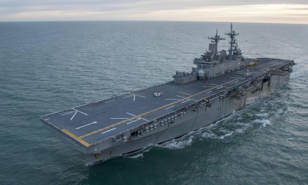 Foto de archivo: El buque de asalto anfibio USS Wasp (LHD 1) (Foto de la Marina de los Estados Unidos por Levingston Lewis)