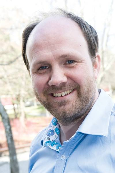 """""""我看到越来越多的人对自动化和自主化操作感兴趣,而不是完全无人操作,而是自动化增加船上系统,在船上操作的人少,并针对机械操作的特定部分。有些人正在研究完全无人驾驶的船只,但目前相对有限。""""DNV GL海事研究项目主任Bjorn Johan Vartdal"""