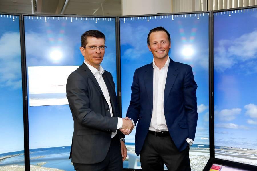 Geir Håøy ، الرئيس والمدير التنفيذي لشركة KONGSBERG (يسار) وتوماس فيلهلمسن ، الرئيس التنفيذي لمجموعة Wilhelmsen (يمين) (تصوير: Kongsberg / Wilhelmsen)