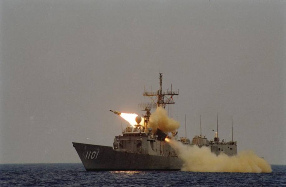 Hsiung-Feng III уволен из ROCS Ченг Кунг (PFG2-1101). Cheng Kung - один из восьми фрегатов класса Oliver Hazard Perry, построенных на Тайване. (Фото NCSIST)
