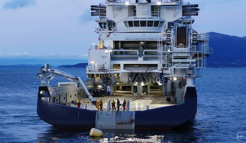 Island Offshore今天在VARD Langsten接收了新的离岸安装船Island Victory的交付。照片:离岸岛/ Droneinfo